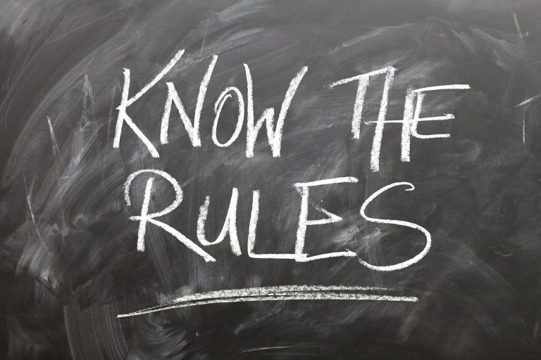 the board with the writing on it that says ''know the rules''